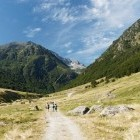 Hikers in Orlu National Reserve on GR7 walking route